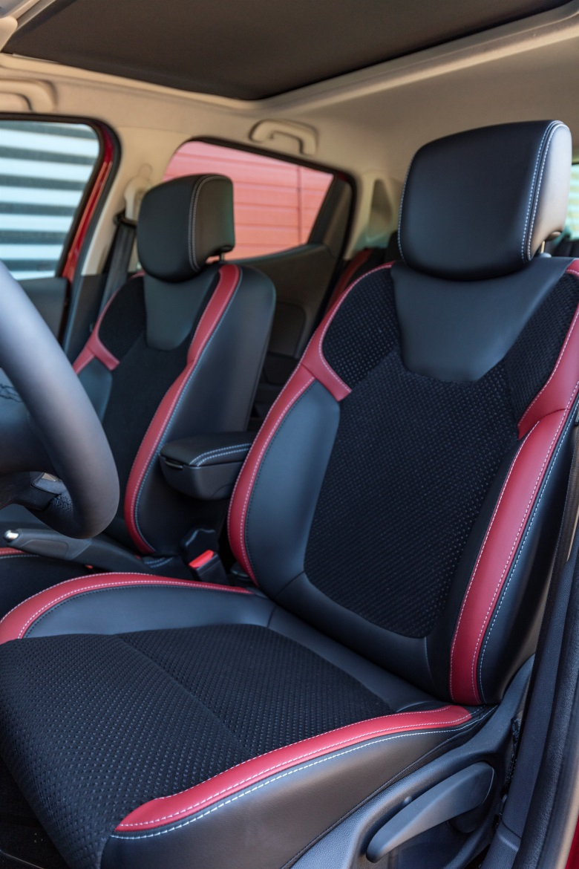 the updated renault clio auto design. Black Bedroom Furniture Sets. Home Design Ideas